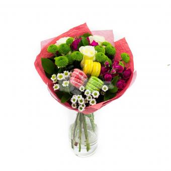 Букет с печеньками и цветами