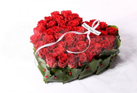 Сердце из 51 красной розы Кения и зелени